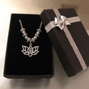🔴SALE ! Silver lotus flower om sign boho necklace